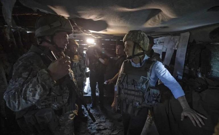 """拜登终于坐不住了,俄军一宣布撤军,立刻给乌克兰塞武器""""拱火"""""""