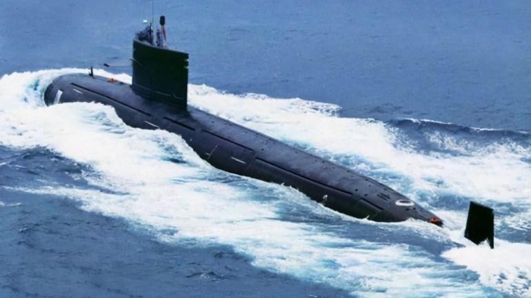 """一次入列三艘战舰,两个万吨舰一个核潜艇:中国""""秀肌肉""""很内涵"""