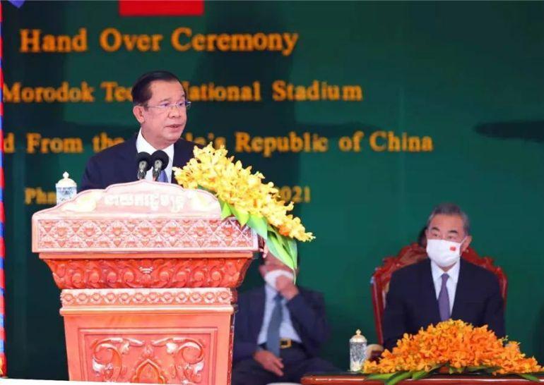 中柬隆重举行援柬体育场项目交接仪式