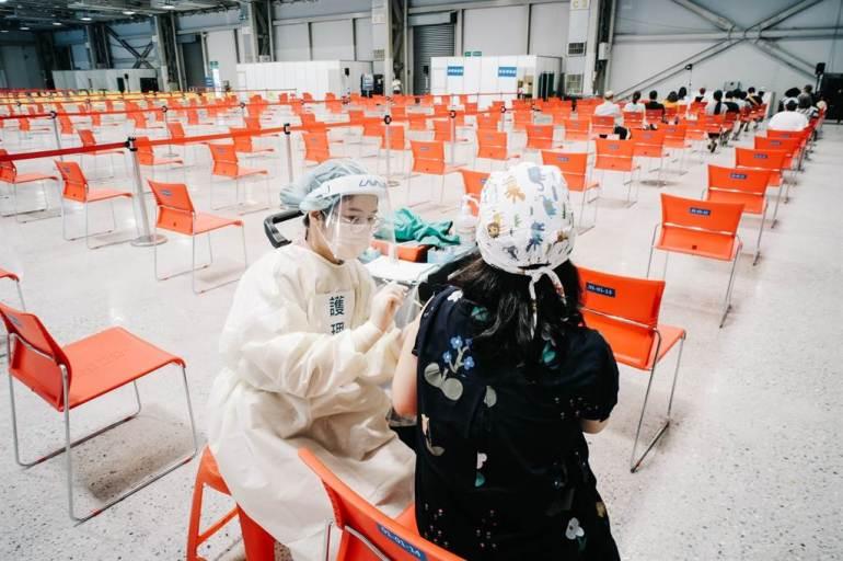 打不到疫苗怪台湾民众太挑剔?蓝营批:有几个民进党官员打了高端