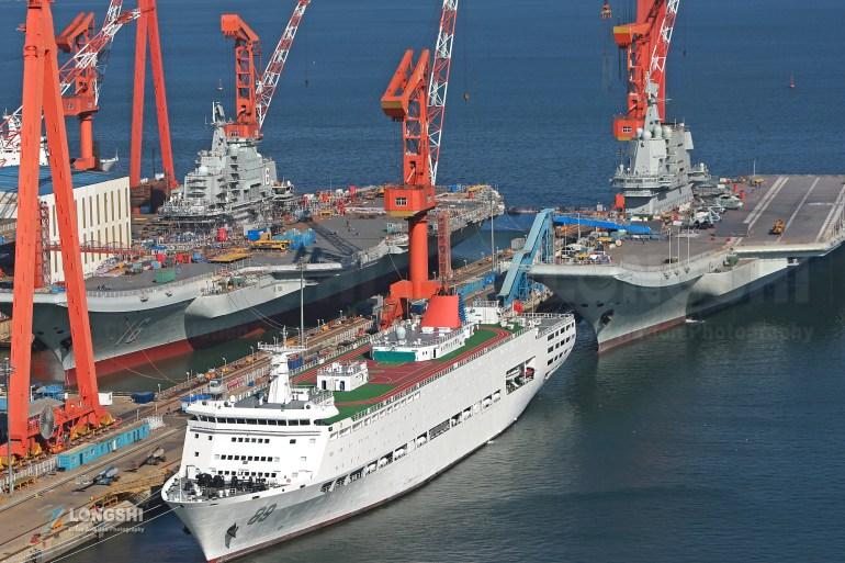 美军航母战巡南海,解放军如影随形,山东舰出动,不给挑衅的机会