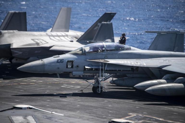 美军航母亚太撑腰,战场监视机增援,拜登寻求对话,没有放弃威慑
