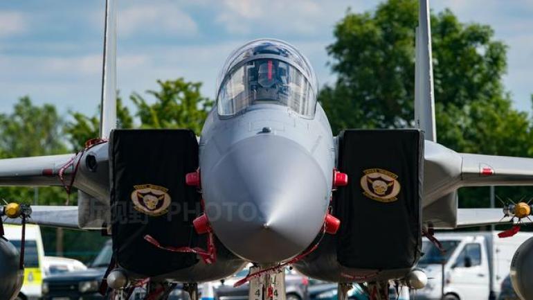 它与歼-10是同一世代 美军拥有这种战机约700架