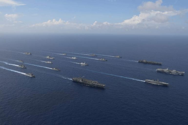 船撞礁撞潜艇?三艘航空母舰组装起来覆盖它? (图7)