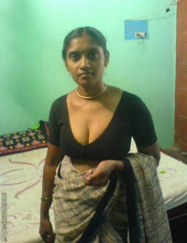 Saree Bhabhi Deep Cleavage Navel Xxx porno album-1671