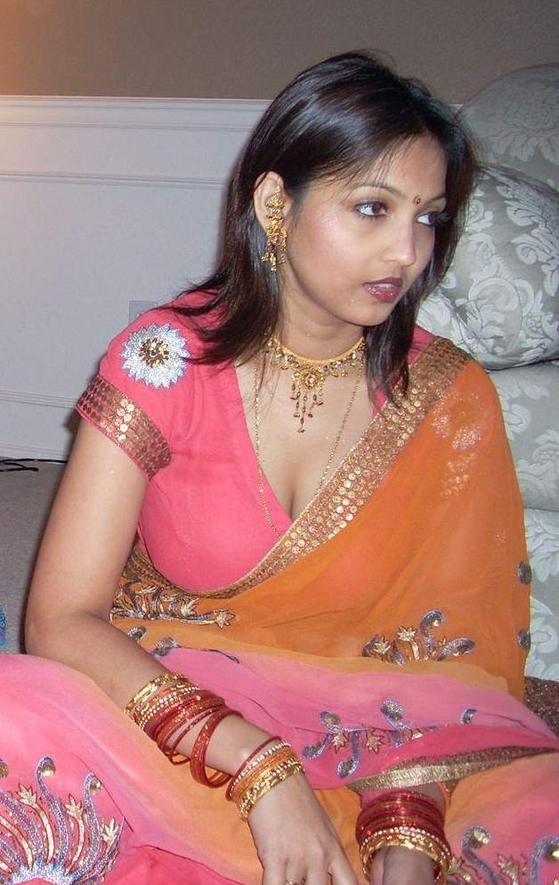 Tamil Girls Sex In Saree Bra Images  Saree Removing New -6248