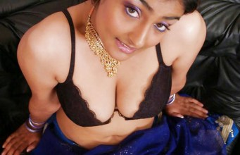 Busty Indian NRI Girl Posing Nude Photos
