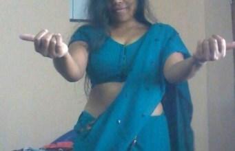 Desi Indian housewife remove Saree Boobs show