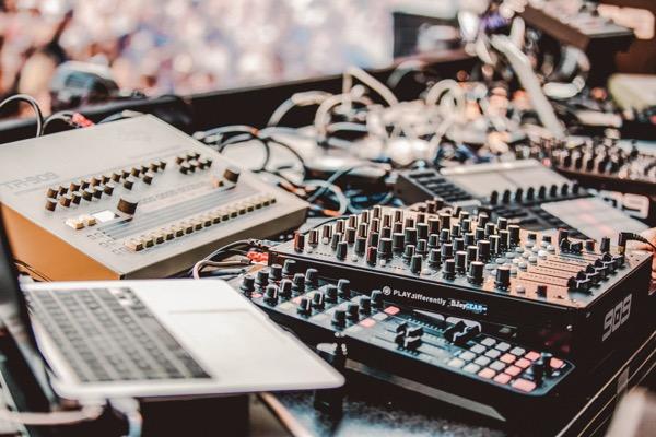 909 FESTIVAL AMSTERDAM: NEGENDE EDITIE IN HET AMSTERDAMSE BOS