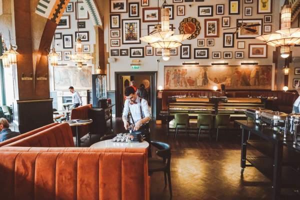 HARD ROCK HOTEL AMSTERDAM: SLAPEN EN ONTBIJTEN ALS EEN ROCKSTAR
