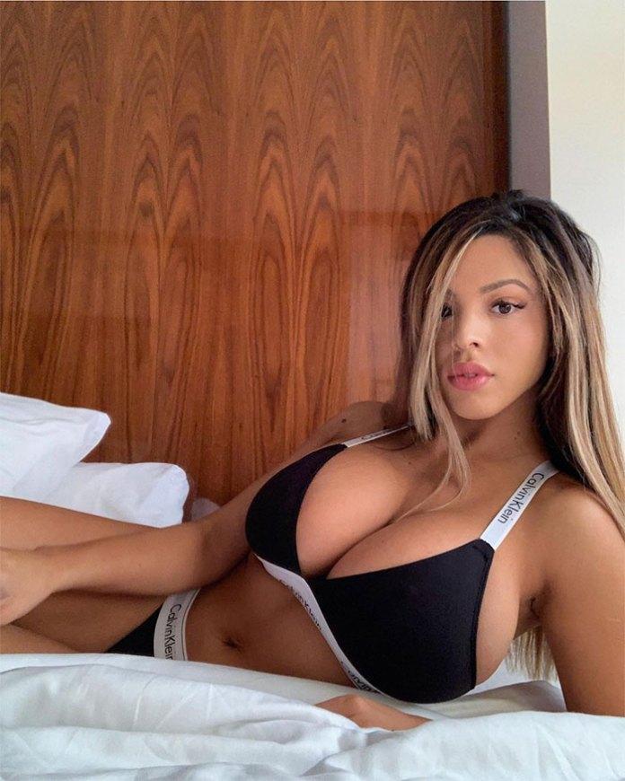 Los senos de Danielley Ayala HotSweetHome