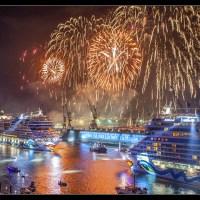 """Spektakuläre Bilder von der Taufe von """"""""Aida Mar"""""""" in Hamburg: Schiffsparade, Sternenformation, Taufakt und Feuerwerk"""
