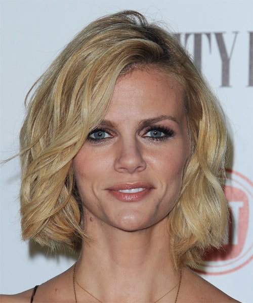 brooklyn-decker-medium-wavy-bob-hairstyle