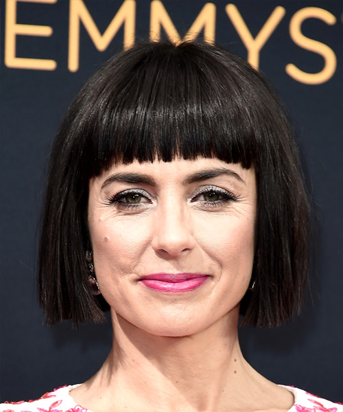 constance-zimmer-short-straight-bob-hairstyle