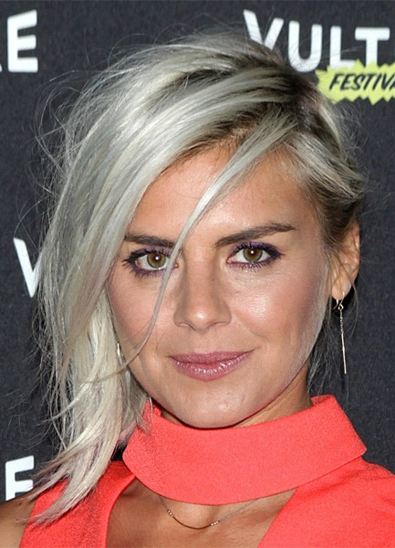 eliza-coupe-medium-straight-hairstyle
