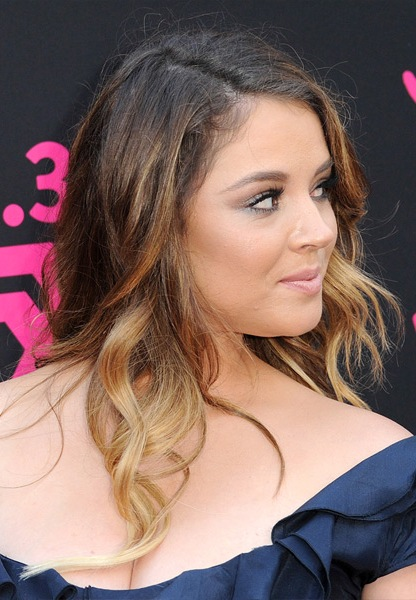 kether-donohue-long-wavy-hairstyle