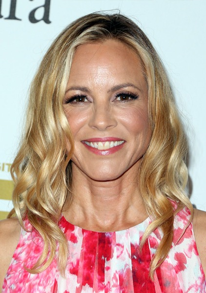 maria-bello-medium-wavy-hairstyle