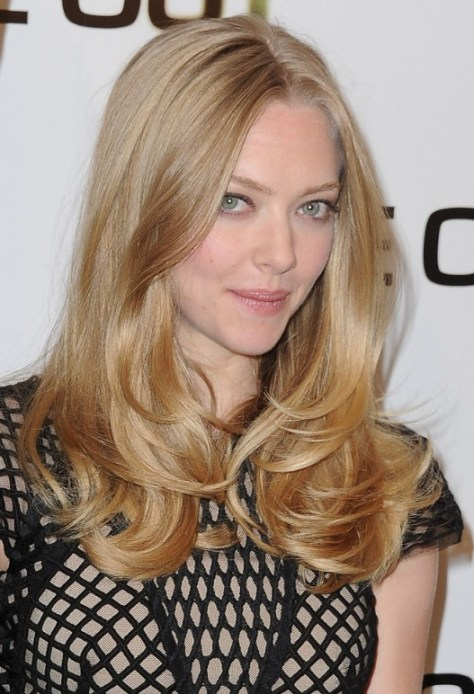 amanda-seyfried-long-hairstyle-middle-part-layered-hairstyle