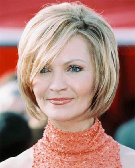 blonde-short-hair-style-for-over-50