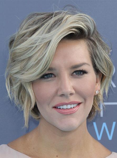 charissa-thompson-short-wavy-hairstyle