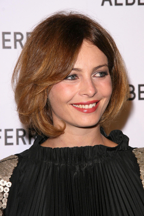 cute-looks-with-short-hairstyles-for-round-faces