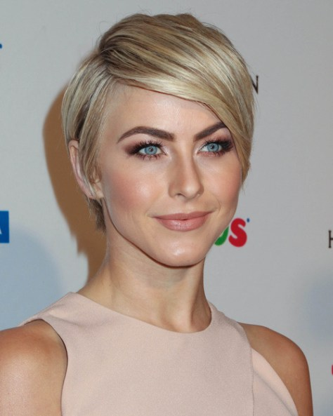 julianne-hough-short-hairstyle-for-straight-thick-hair