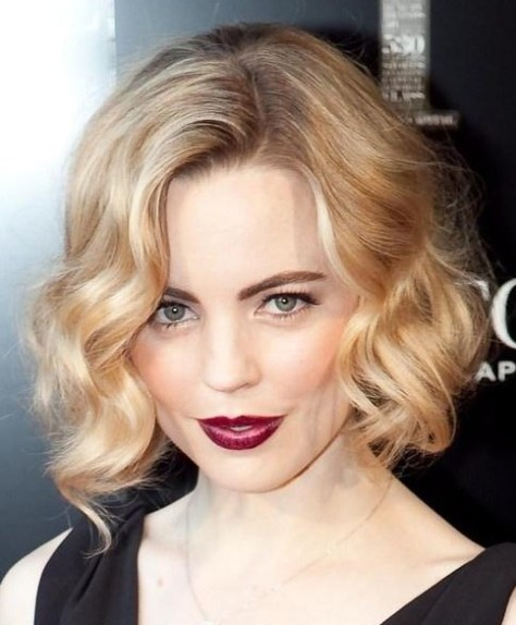 soft-blonde-short-wavy-hairstyle