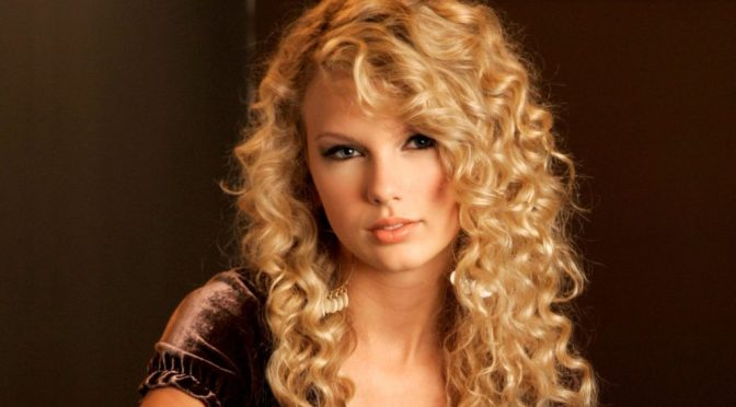 18 Superlative Medium Curly Hairstyles for Women