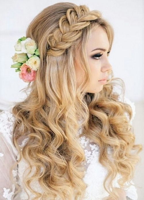 25 trendy and beautiful beach wedding hairstyles hottest haircuts mermaid style beach wedding hair junglespirit Image collections