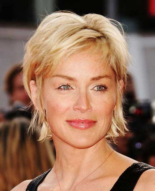 Short and Shaggy Hairstyle for Women 40