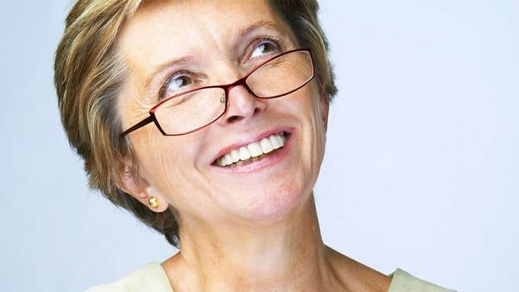2019 Hairstyles For Over 50s: 15 Hairstyles For Women Over 50 With Glasses