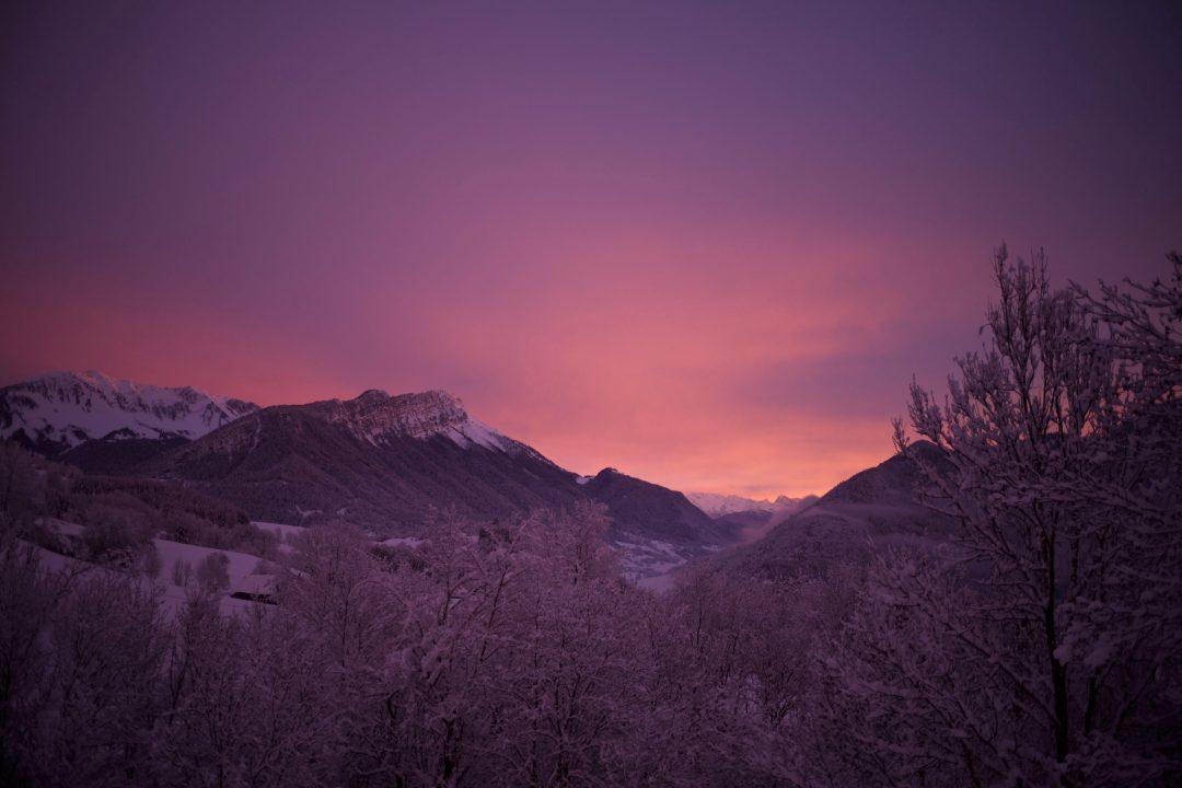 Lumières improbables un soir d'hiver sur les Bauges