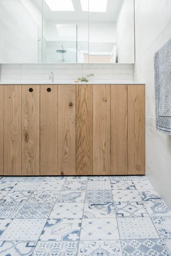 70s-beach-house-renovation-house-nerd-kyal-and-kara-the-block-home -studio-bathroom (11)