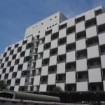 空に映える市松模様のファサード 〜住友病院 清泉寮