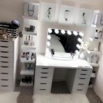 40 Beautiful Make Up Room Ideas in Your Bedroom (18)