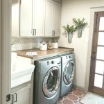 40 Cozy Laundry Room Design and Decor Ideas for Your Home (14)