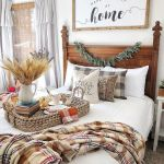 30 Cozy Fall Decoration Ideas For Your Bedroom (20)
