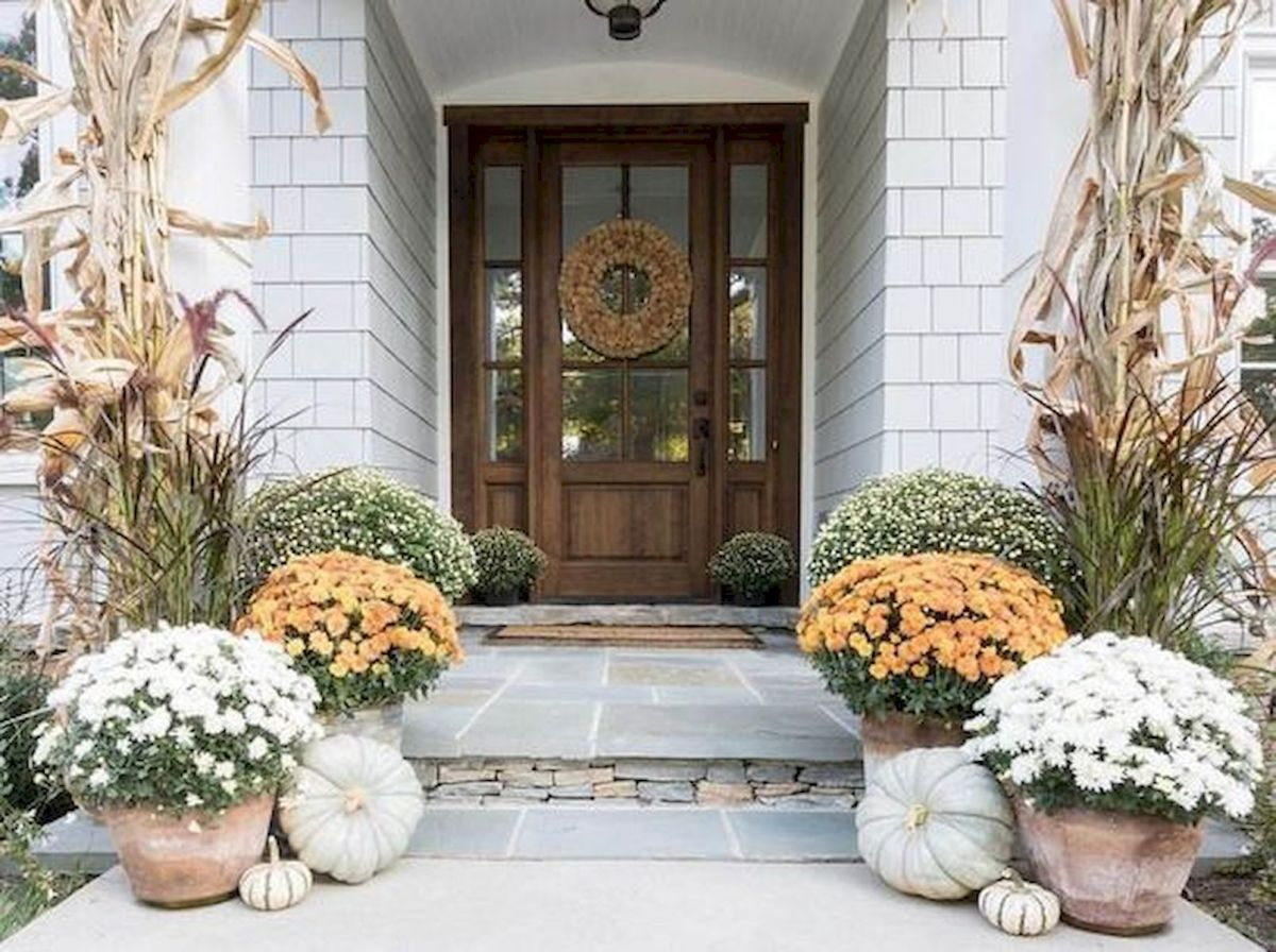 40 Beautiful Fall Front Porch Decorating Ideas That Will Make Your Home Look Amazing (1)