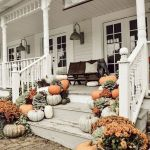 40 Beautiful Fall Front Porch Decorating Ideas That Will Make Your Home Look Amazing (13)