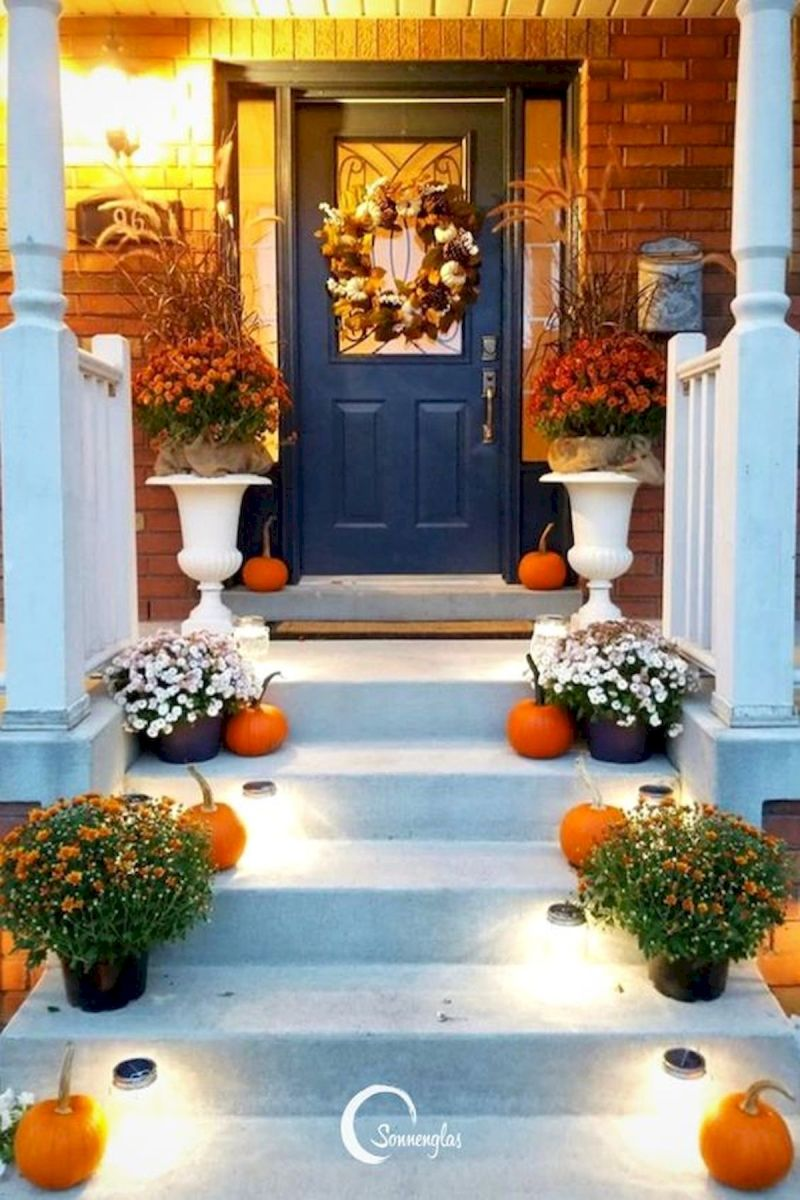40 Beautiful Fall Front Porch Decorating Ideas That Will Make Your Home Look Amazing (23)