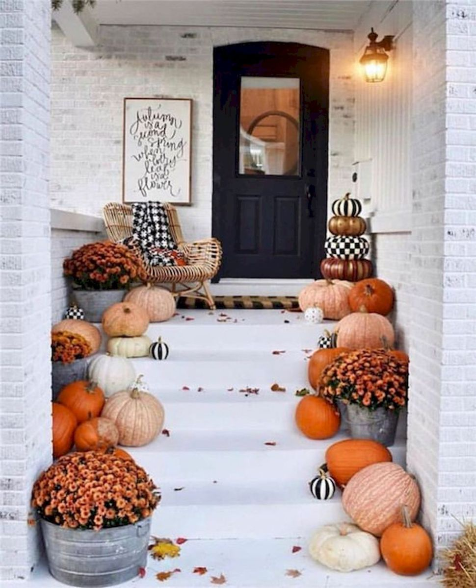 40 Beautiful Fall Front Porch Decorating Ideas That Will Make Your Home Look Amazing (30)