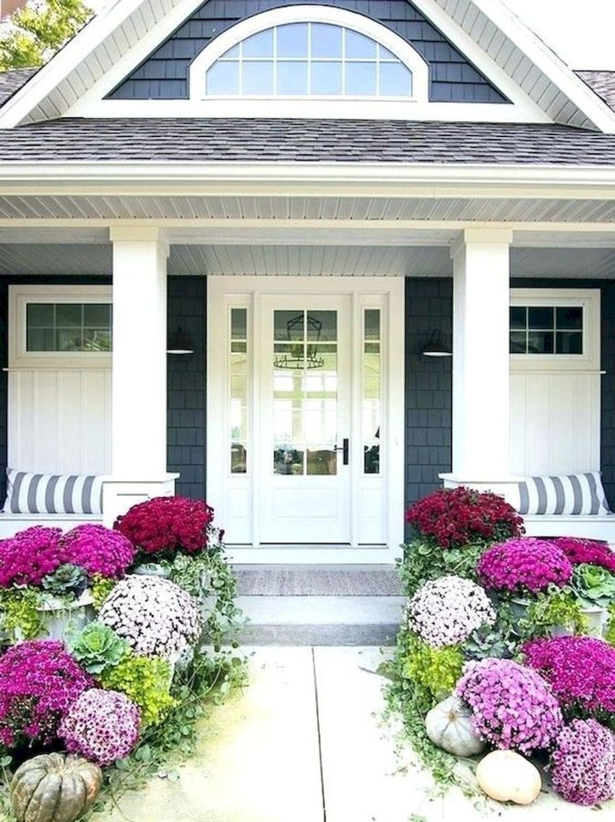 40 Beautiful Fall Front Porch Decorating Ideas That Will Make Your Home Look Amazing (9)