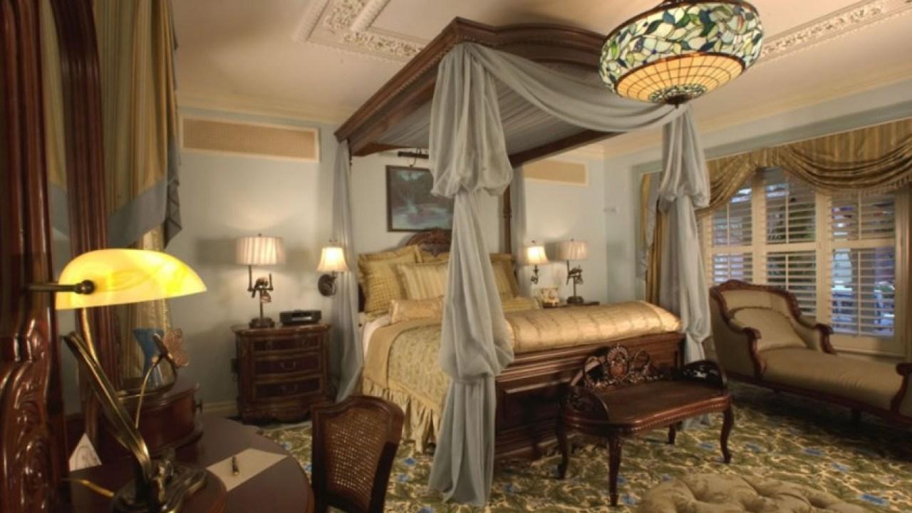 23 Steampunk Bedroom Decor Ideas Designs Accessories And Art