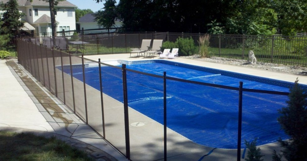 10 Safety DIY Swimming Pool Fence Ideas, Designs & Styles ...