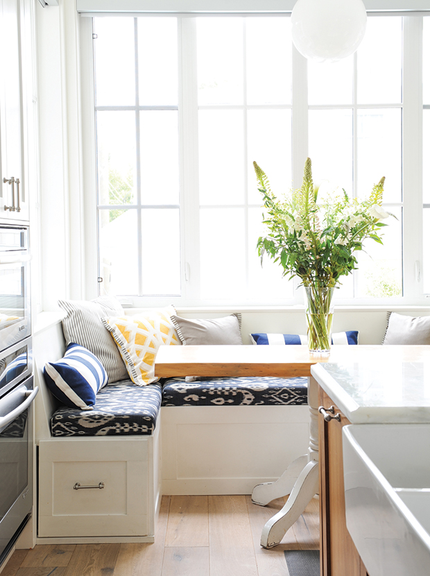 15 Reasons Your Kitchen Needs A Banquette House Home