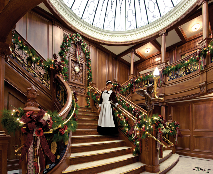 Magnificent Christmas Decor On The Staircase Railing