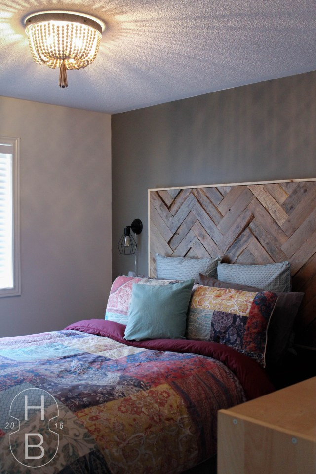 DIY Pallet Wood Headboard and Wood Bead Light Fixture | $100 Guest Room Makeover | House by the Bay Design