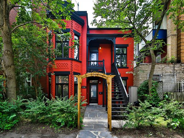 Plateau Mont-Royal colorful house