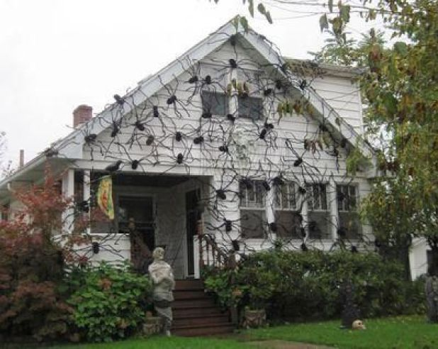 crazy Hallooween house decorating with spiders