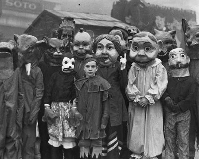 creepy scary vintage Halloween costumes